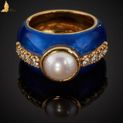 8 szt. diamentow łacznie 0,52 ct H, VS masa: 18,01 g metal: zolte zloto cecha wybita, inicjaly zlotnika SJ biala naturalna perla hodowana o srednicy 8,5 mm emalia kobaltowa