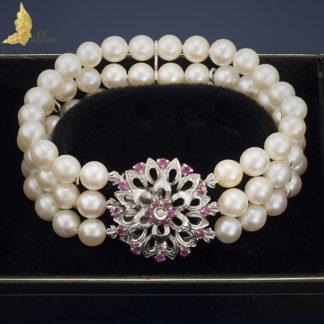 Trzyrzędowa bransoleta z perłami i rubinami w białym złocie pr. 750