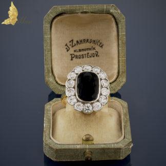 Pierścionek Art Deco z szafirem ok. 7,20 ct i brylantami w dawnym szlifie ok. 2,75 ct, srebro i złoto