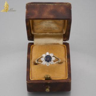 Pierścionek 'kwiat' karmazycja z szafirem i brylantami w białym złocie 14K