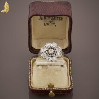 Antyczny pierścionek z brylantami w dawnych szlifach ok. 1,50 ct w białym złocie 14K