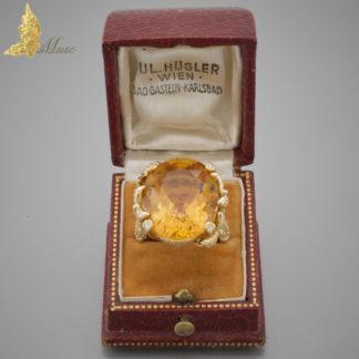 Francuski pierścień z cytrynem ok. 12 ct i brylantowymi motylami ok. 1 ct w żółtym złocie pr.750