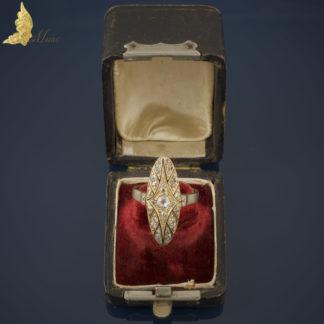 Pierścionek navette z brylantami w dawnym szlifie i czarną emalią w żółtym złocie 18K