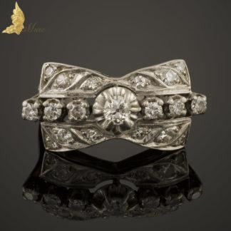 Platynowy pierścionek Art Deco z brylantami w dawnym szlifie ok. 0,60 ct