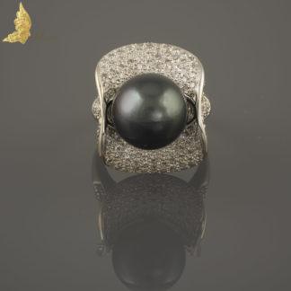 Pierścionek z perłą Tahiti i brylantami ok. 2,50 ct w 18K białym złocie, Francja