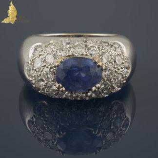 Francuski pierścionek-sygnet z szafirem birmańskim i brylantami w 18K białym złocie