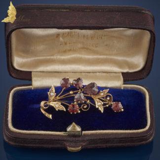 Antyczna brosza w formie gałązki z granatami w szlifie rozetowym i perełkami, XIX w.