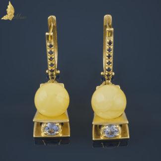 Kolczyki Reverie z bursztynem Royal Amber i Cejlońskimi szafirami, w żółtym złocie 18K