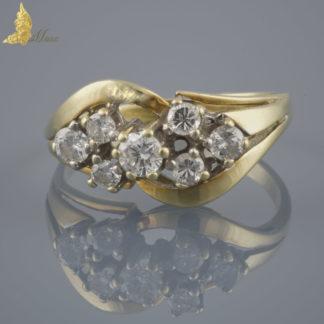 Pierścionek z 7 brylantami w żółtym złocie 14K