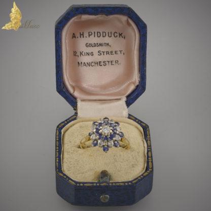 Pierścionek z szafirami i brylantami w 18K złocie, Anglia II poł.XX w.