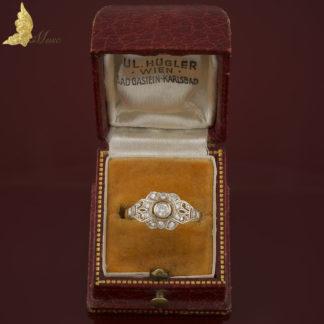 Pierścionek z brylantami w stylu Art Deco w białym i żółtym złocie 14K