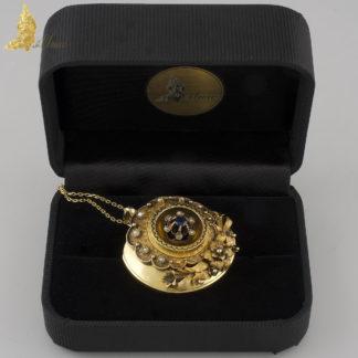 Wiktoriańska zawieszka z szafirem, czarną emalią, perełkami i diamentami w żółtym złocie