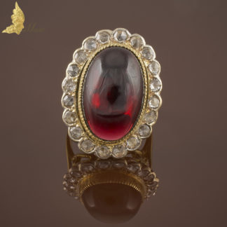 Pierścionek z rodolitem ok. 22 ct i rozetami diamentowymi, Francja 1880-1900 r.