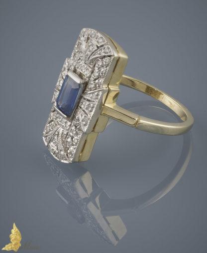 Powojenny pierścionek w stylu Art Deco z szafirem ok. 0,75 ct i brylantami w 14K złocie