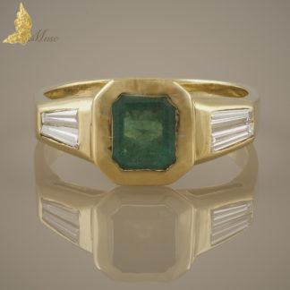 Pierścionek sygnet ze szmaragdem ok. 1,70 ct i bagietami diamentowymi w żółtym złocie 18K