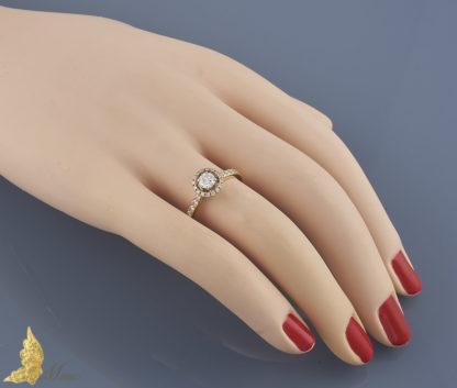 Pierścionek zaręczynowy z brylantami ok. 0,65 ct
